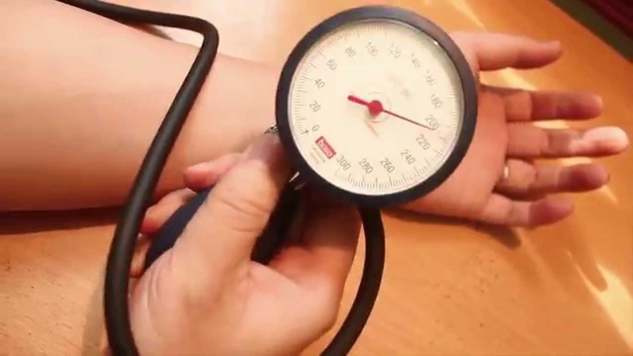 Nên lựa chọn loại máy đo huyết áp nào?